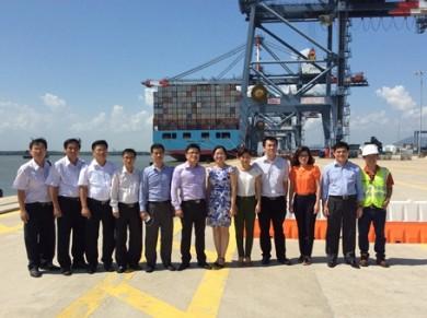 Đoàn khảo sát tại cảng CMIT