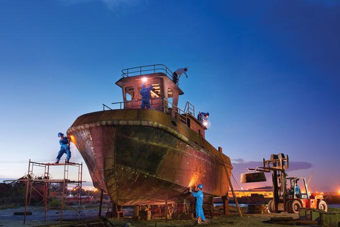 Đóng mới tàu kéo