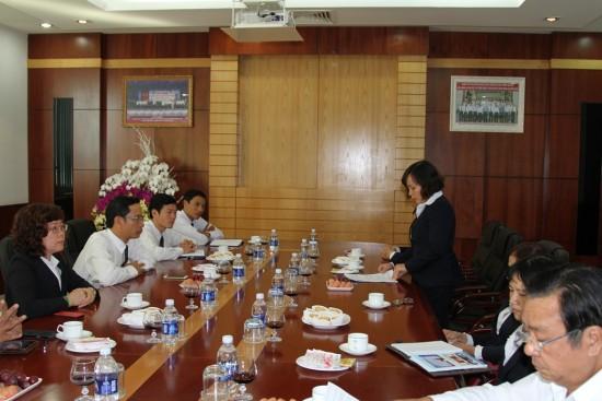 Bác sỹ Nguyễn Thị Thu Huyền đọc thư Bác Hồ gửi cán bộ ngành Y năm 1955.