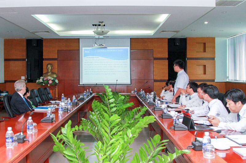 Chủ nhiệm học viện toàn cầu IALA WWA đến thăm và làm việc tại VMS-South