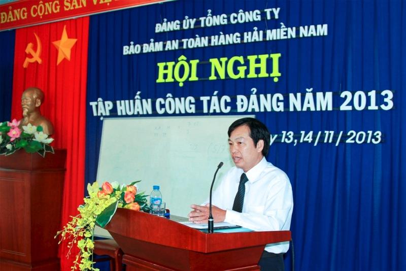 Đc Phạm Đăng Lâu - PBT TT ĐU TCT trình bày chuyên đề tại Hội nghị Tập huấn công tác Đảng năm 2013