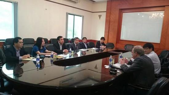 Phó Cục trưởng Cục Hàng hải Việt Nam - Nguyễn Hoàng và đại diện 2 Tổng công ty Bảo đảm an toàn hàng hải miền Bắc và miền Nam làm việc với Tổng thư ký PIANC
