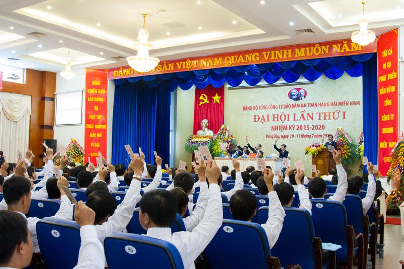 Đại biểu biểu quyết tại Đại hội Đảng bộ TCT lần thứ I nhiệm kỳ 2015 – 2020