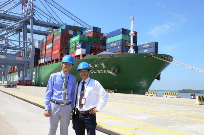 Để con tàu container hơn 14 nghìn teu cập cảng thành công, Bộ GTVT và các đơn vị liên quan đã rố ráo thực hiện nhiều chủ trương, chính sách cũng như đẩy mạnh đầu tư, đẩy nhanh tiến độ khơi thông luồng lạch...