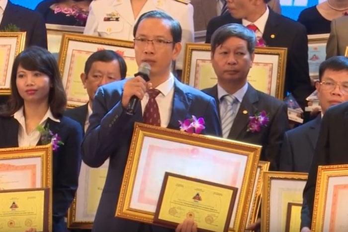 """(Vietnamese) [LĐTV] Lễ vinh danh 68 doanh nghiệp đạt giải thưởng """"Doanh nghiệp vì người lao động"""" năm 2016"""