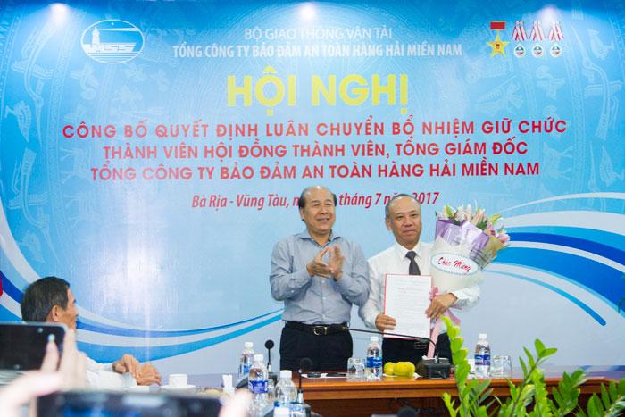 Thứ trưởng Bộ GTVT Nguyễn Văn Công trao quyết định bổ nhiệm Thành viên Hội đồng Thành viên cho ông Bùi Thế Hùng