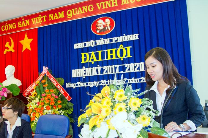 Đ/c Chu Đỗ Khánh Huệ, Đảng viên Chi bộ Văn phòng đọc tham luận tại Đại hội