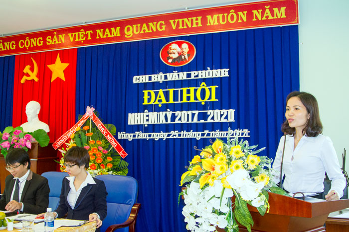 Đ/c Nguyễn Thị Thủy, Ủy viên BTV Đảng ủy Tổng công ty, Ủy viên BTV Đảng ủy Khối Văn phòng phát biểu chỉ đạo tại Đại hội