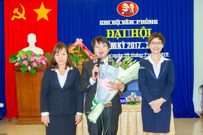 Đ/c Phạm Quang Giáp, Bí thư Chi bộ Văn phòng thay mặt Chi ủy nhiệm kỳ 2017-2020 phát biểu tại Đại hội
