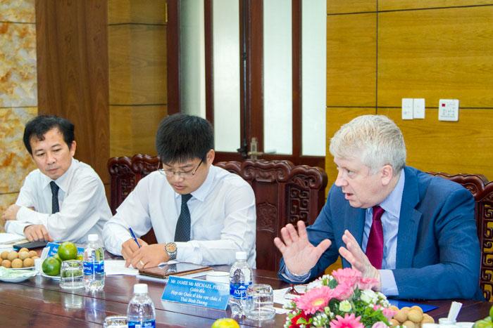 Ông Jamie Mc Michael Phillips, Giám đốc Hợp tác quốc tế khu vực Châu Á - Thái Bình Dương phát biểu tại Cuộc họp