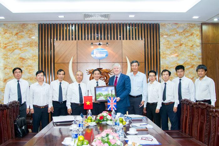 (Vietnamese) VMS-South và VMS-North tiếp đón đoàn công tác UKHO