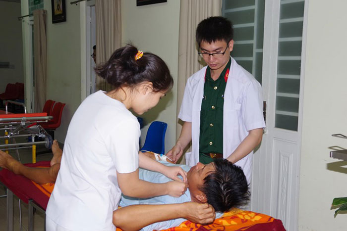 Bệnh nhân được chuyển thẳng vào Khoa Hồi sức tích cực, Bệnh viện Quân y 175 để điều trị