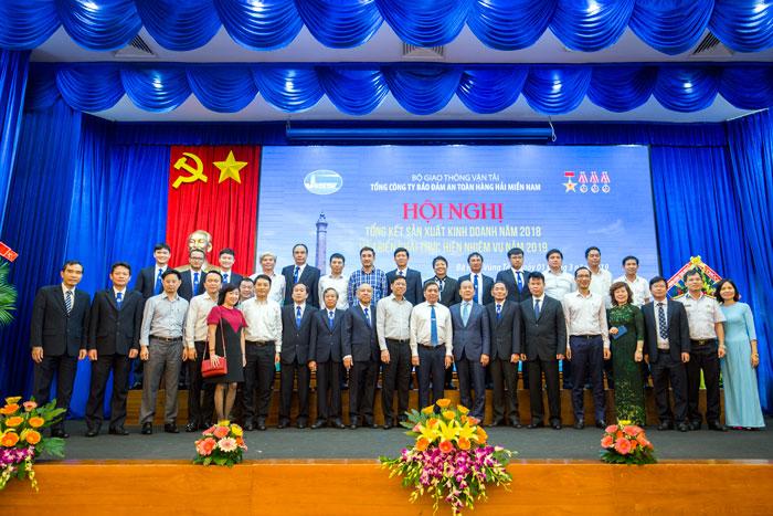 Chụp ảnh lưu niệm tại Hội nghị