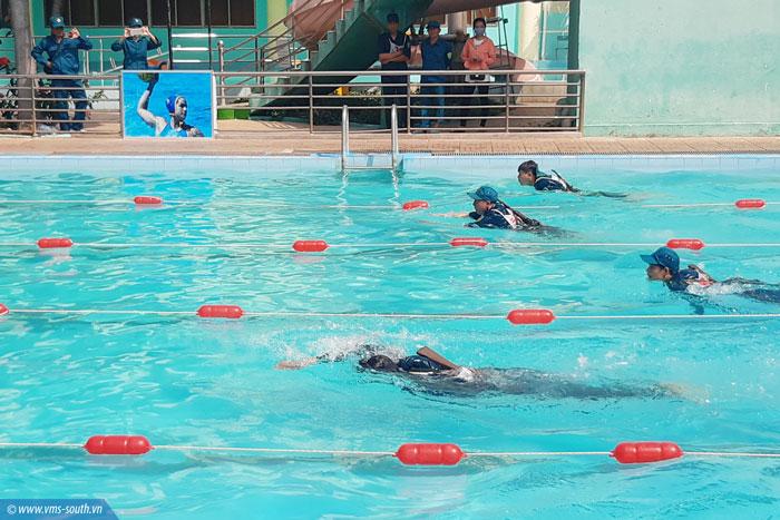 Nội dung Bơi vũ trang