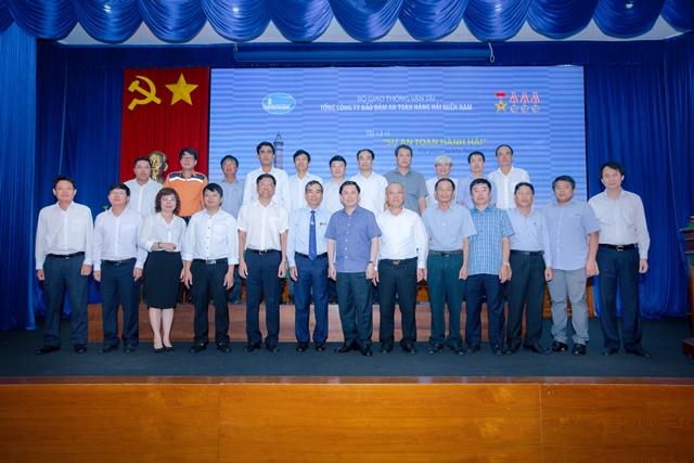 Bộ trưởng và đoàn công tác Bộ GTVT chụp hình lưu niệm với Ban lãnh đạo Tổng công ty BĐATHH miền Nam