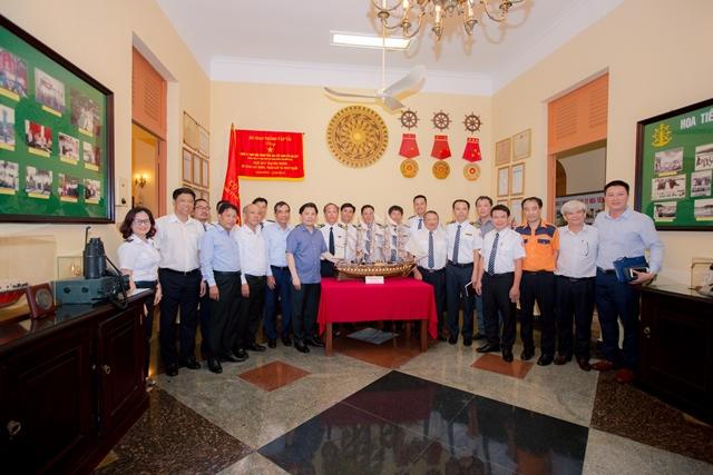 Bộ trưởng và đoàn công tác Bộ GTVT tham quan nhà truyền thống, trạm Hoa tiêu Vũng Tàu