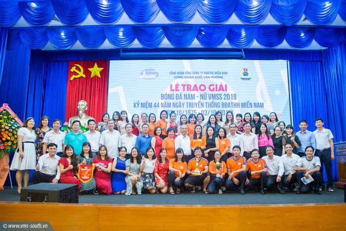 Chụp hình lưu niệm tại Lễ trao giải