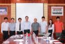 Ông Phạm Quốc Súy - TGĐ VMS-South chụp hình lưu niệm cùng đoàn công tác EAHC