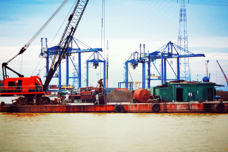 (Vietnamese) Thứ trưởng Bộ GTVT Nguyễn Văn Công đi kiểm tra công tác khắc phục sự cố tàu Vietsun Integrity chìm trên sông Lòng Tàu
