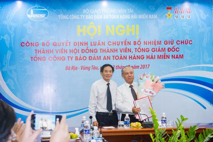 Ông Phạm Văn Quang, Chủ tịch HĐTV Tổng công ty trao Quyết định bổ nhiệm Tổng giám đốc  Tổng công ty cho ông Bùi Thế Hùng