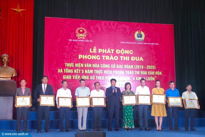 """VMS-South được tặng bằng khen của Bộ và Công đoàn ngành GTVT Việt Nam trong phong trào thi đua văn hóa giao tiếp ứng xử theo phương châm """"4 xin, 4 luôn"""""""