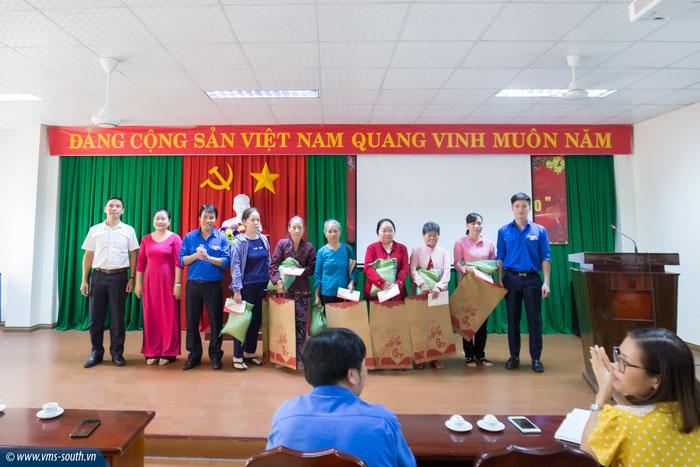 Đoàn cơ sở Khối Văn phòng VMS-South trao quà từ thiện nhân dịp Tết Canh Tý 2020